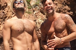 Hommes gay couple 10